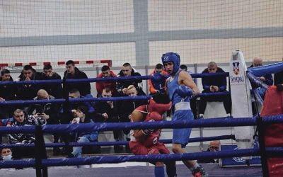 Adrian Preda s-a impus la categoria 56 de kg în cadrul competiţiei pugilistice Golden Glove